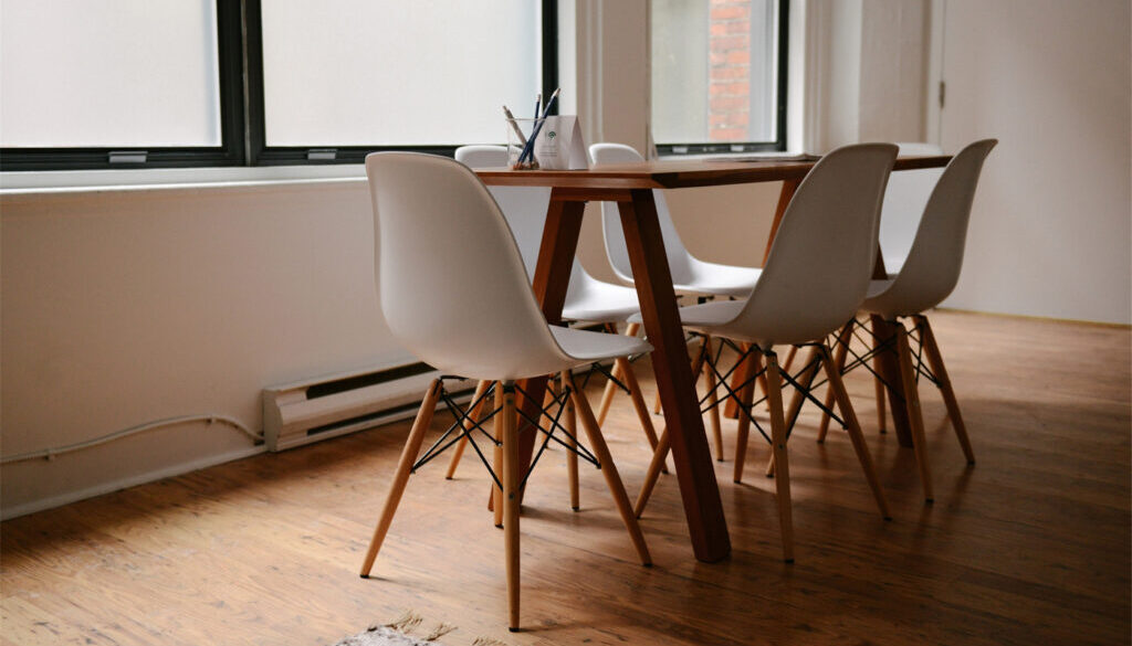 Simple Dining Table Set
